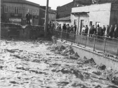 Un'immagine perduta in cinquant'anni di alluvioni/ La storia di Bauso, oggi Villafranca Tirrena …(1989)