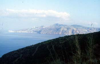 Accadde alle Eolie (maggio '61), La Regina Elisabetta sbarca sull'isola di Vulcano